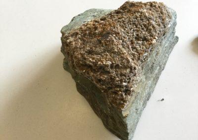 Strati alternati di arenaria e argilla, facies di ambiente costiero (Monti Pisani) (2)
